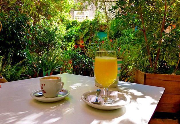 liadisimo terrasse café et jus d'orange