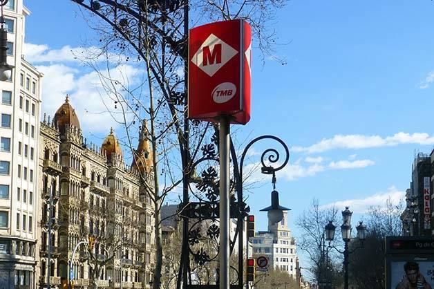 métro de Barcelone enseigne