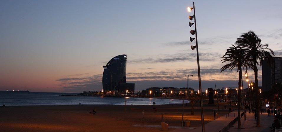coucher de soleil en bord de mer Barcelone
