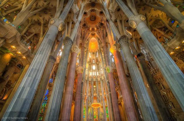Gaudí sagrada familia interieur