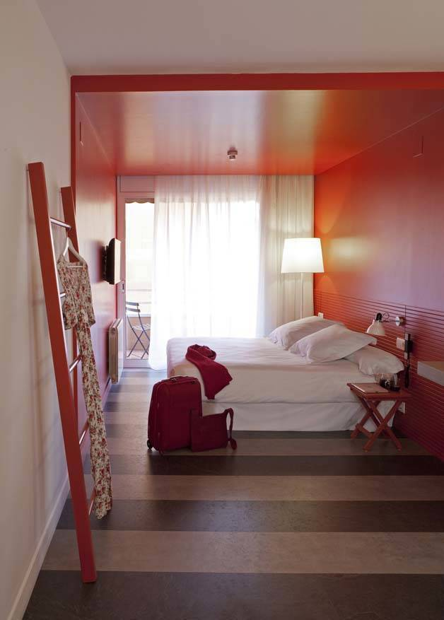 chic and basic chambre rouge