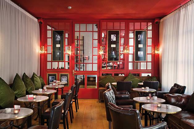bar rosso hôtel market