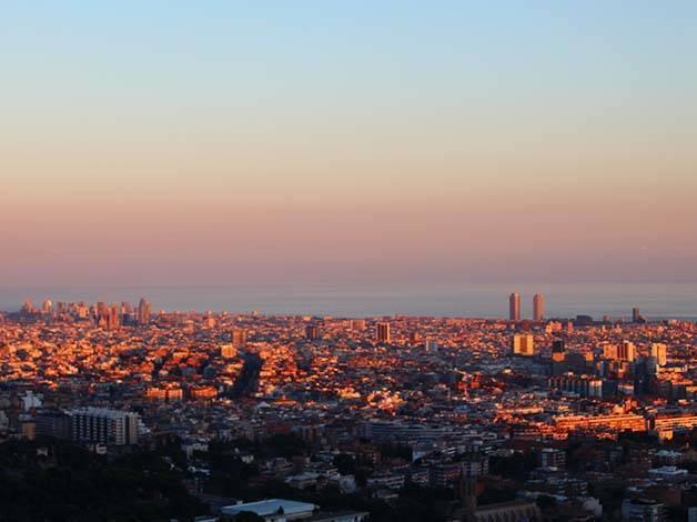carretera de les aigues coucher de soleil sur la ville