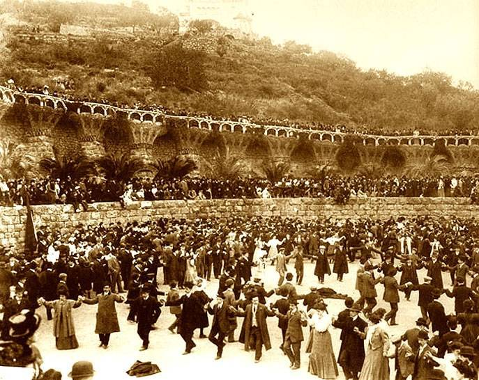 Parc Güell, histoire et secrets photo noir et blanc