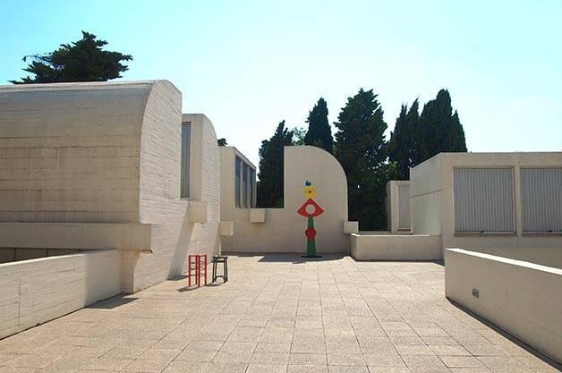 fondation Miro terrasse et sculpture