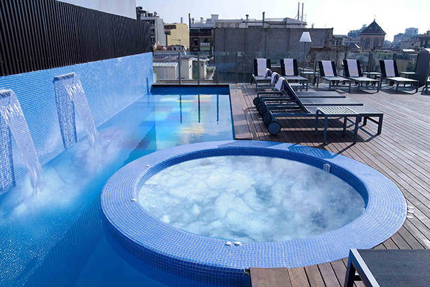 hotel axel terrasse et piscine