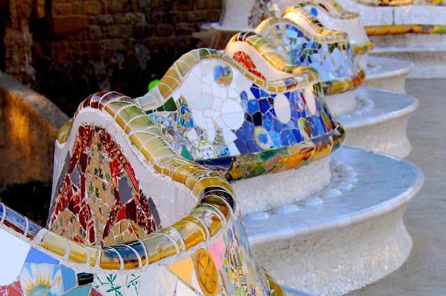 Parc Güell, histoire et secrets banc couleurs
