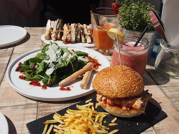 surf house barcelona hamburger