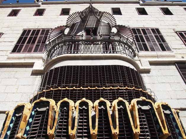 façade palau guell