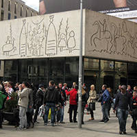 art public fresque de Picasso sur la plaça de la catedral
