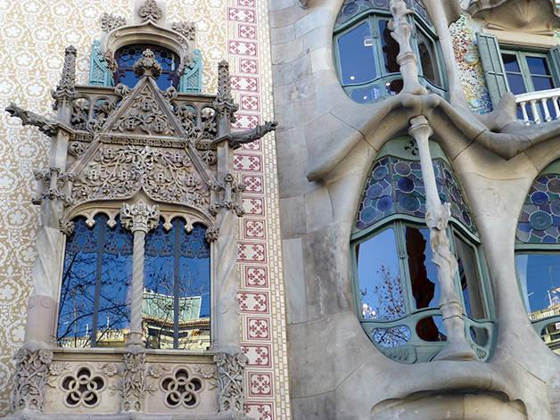 détails façades barcelone authentique