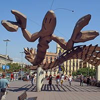 art public à Barcelone: la gamba sur le moll de la Fusta