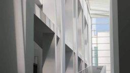 MACBA: façade blanche
