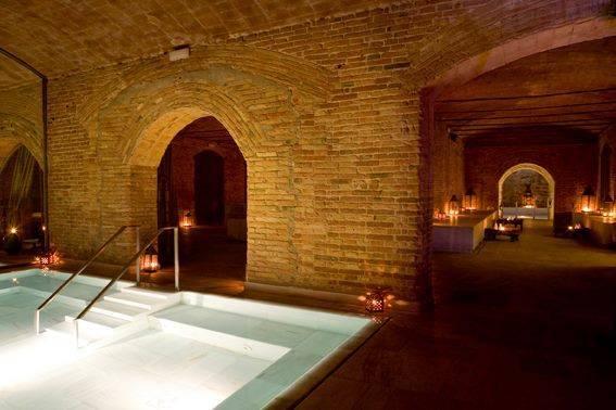 spa: aire de barcelona bassins et murs en brique