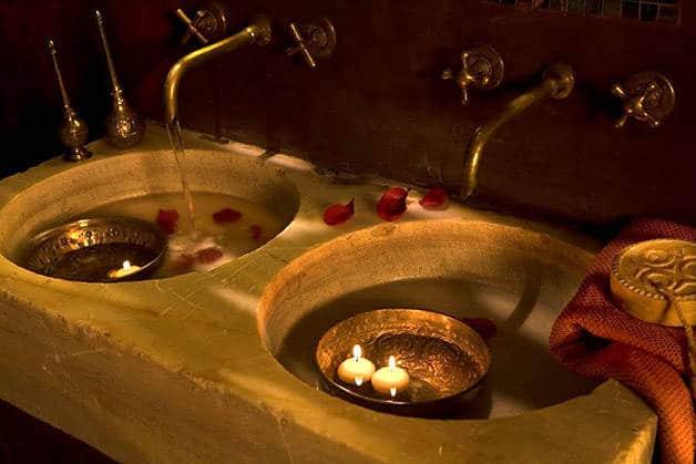 spa rituels d'orient: bougies flottantes