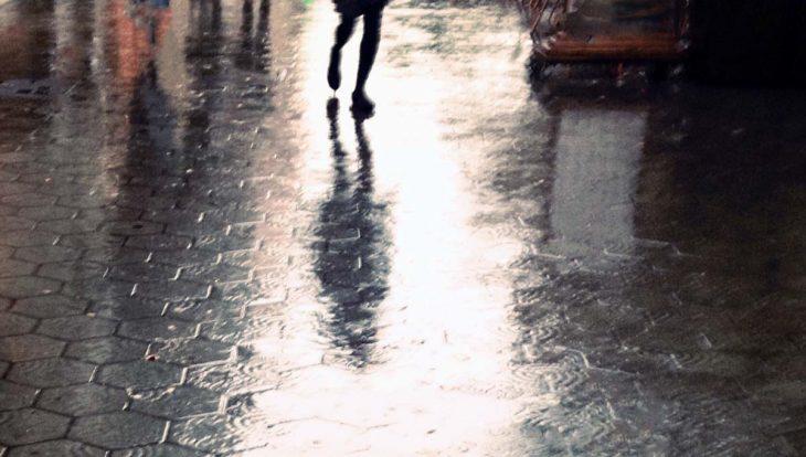 pluie à Barcelone: trouttoirs mouillés