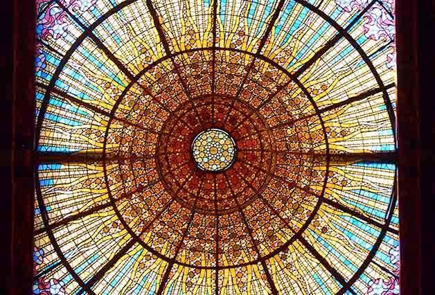 coupole en vitraux du palau de la musica catalana