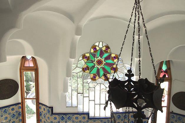 torre bellesguard hall d'entrée et vitraux