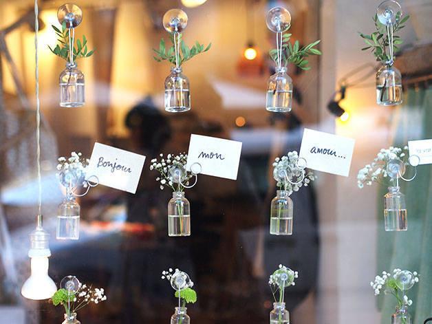 la variété mini vases en vitrine