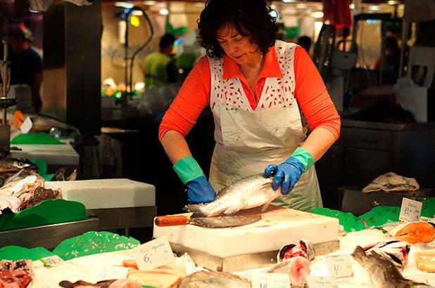 poissonnière marché de la boqueria