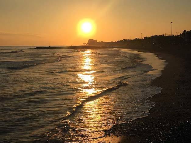 sitges coucher de soleil sur la mer