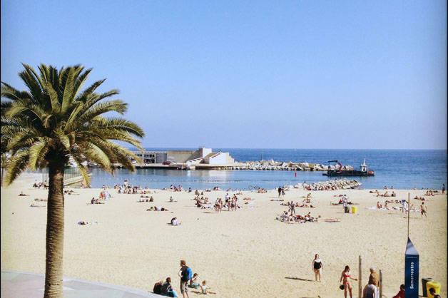 Barceloneta plage saison Barcelone