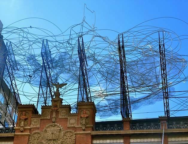 Antoni Tapies façade oeuvre