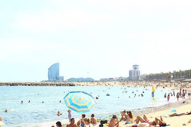 plage barceloneta juillet saison Barcelone