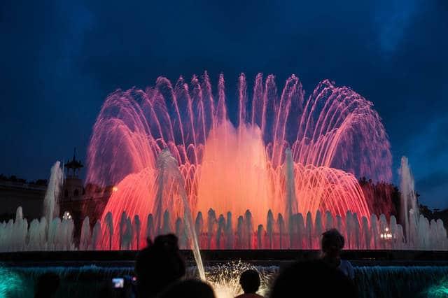 fontaines magiques illuminées