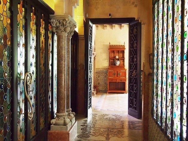 Casa Amatller intérieur vitraux et colonnades