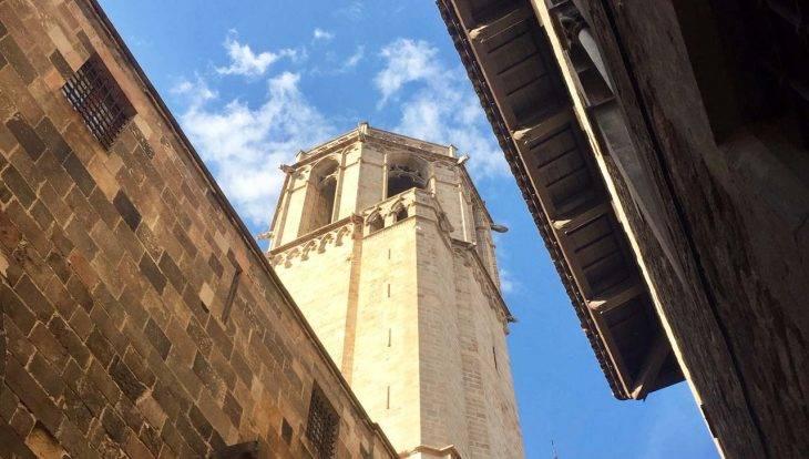 cathédrale vue de dessous