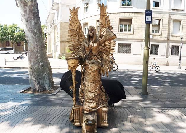 statues ramblas 1
