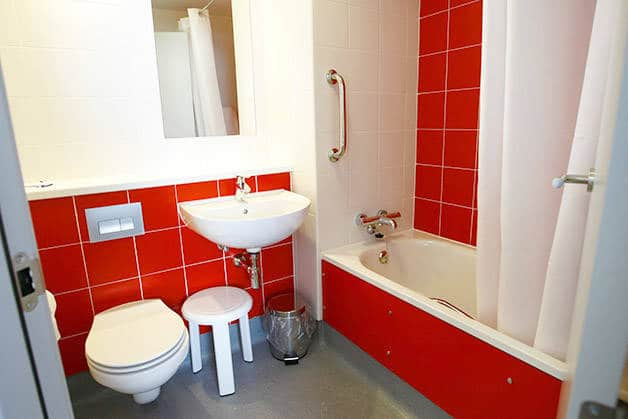 travelodge poblenou salle de bain