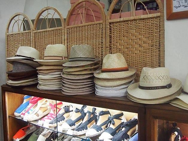 la manual alpargatera: espadrilles et chapeaux
