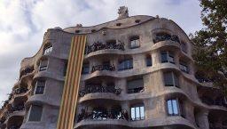 pedrera avec le drapeau catalan: 11 septembre/ diada