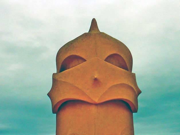 pedrera-cheminée en forme de chevalier