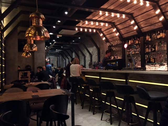 vita-gastro-bar intérieur (comptoir et salle)
