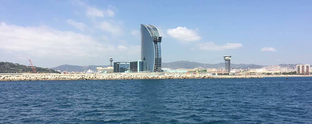Découvrir les plages de Barcelone en bateau avec les Golondrinas