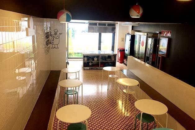 amistat-beach-hostel-salle-a-manger-article