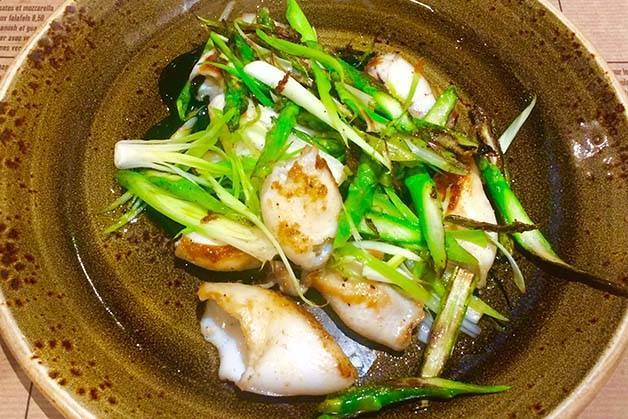 Cuines-Santa-Caterina: plat de calamars