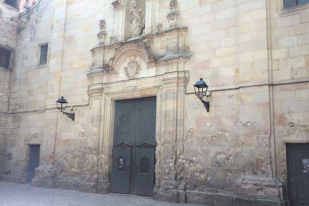quartier gothique de barcelone impact de balles