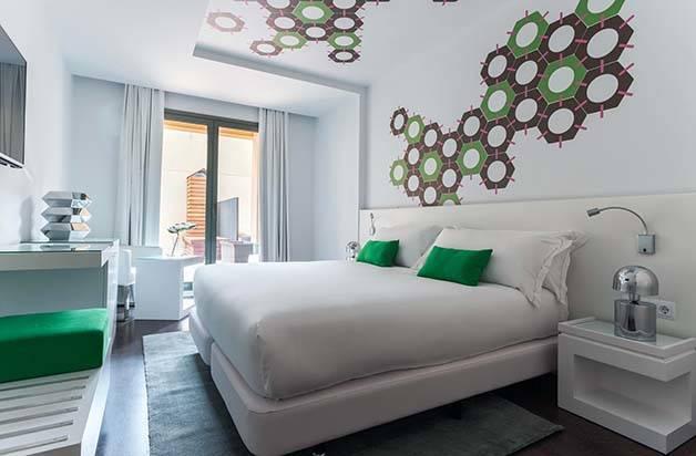 hotel room mate carla chambre