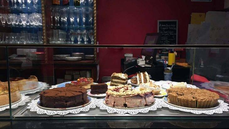 vitrine de gâteaux café harry potter