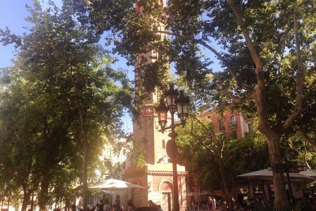 después de visitar el Parc Güell, plaza de la vila