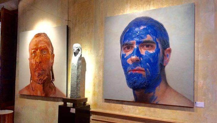 MEAM Barcelone peinture homme au visage bleu