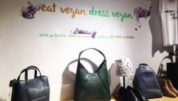 amapola vegan shop dress: déco de la boutique vegan