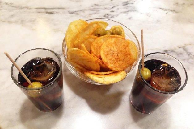 vermouth, pommes de terre et olives de La Vermu