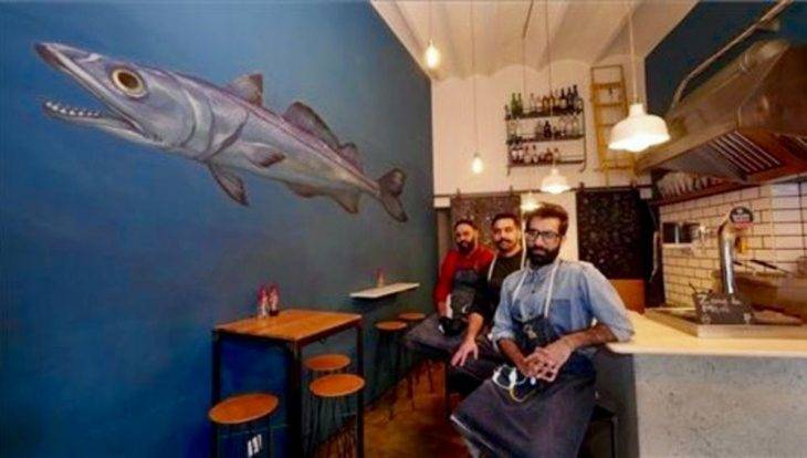 The Fish&chips Shop: l'équipe dans le local