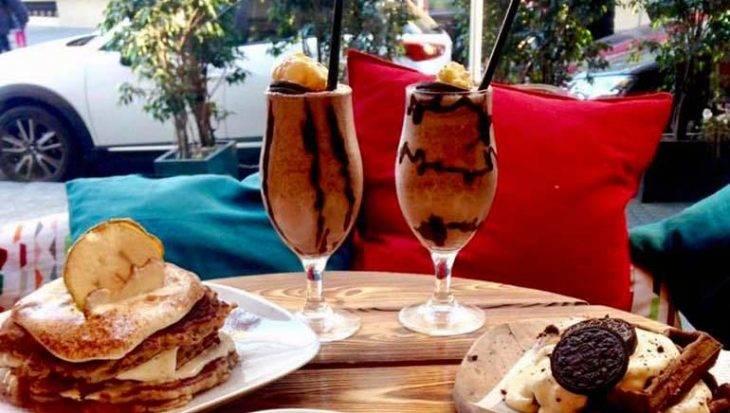 cocktails alsur cafe avec pancakes