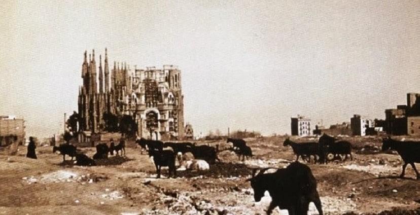 histoire de la sagrada Familia vue de l'extérieur vers 1910